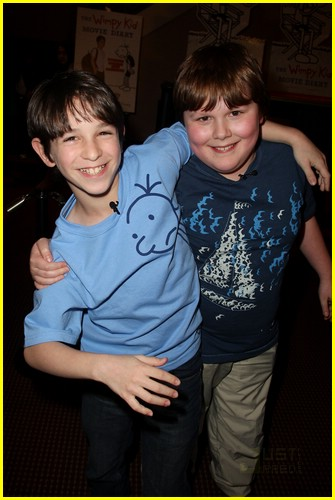 zachary gordon palace signing 02