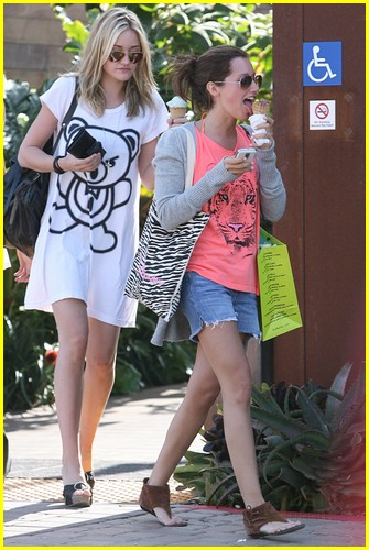 ashley tisdale michalka malibu icecream 03
