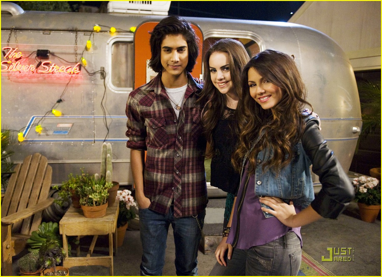 avan jogia and elizabeth gillies dating in real life