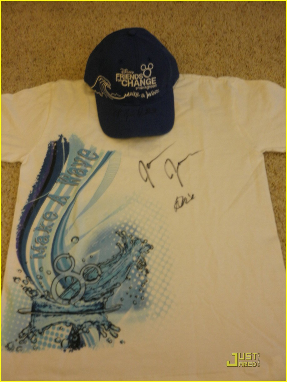 joe jonas demi lovato hat shirt 05