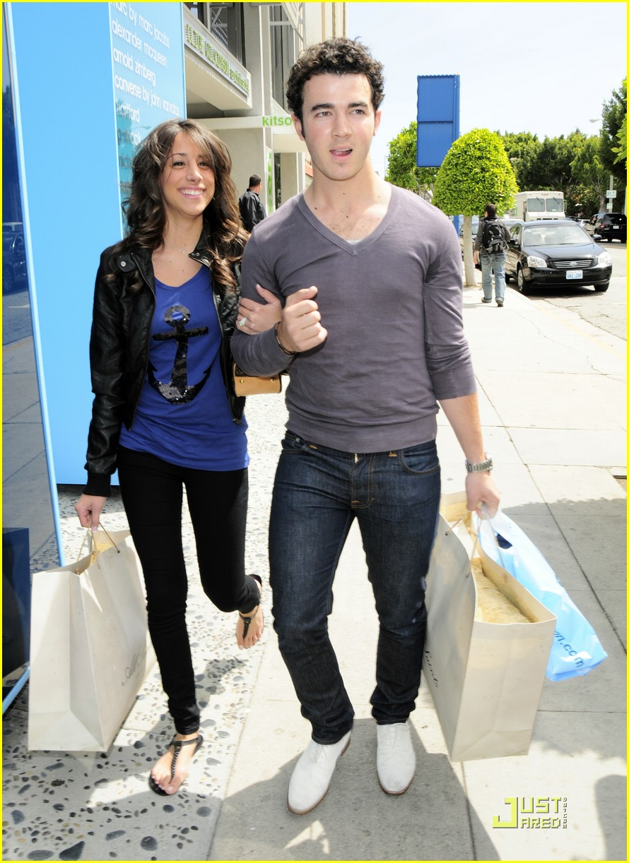 kevin danielle jonas cute kitson 15