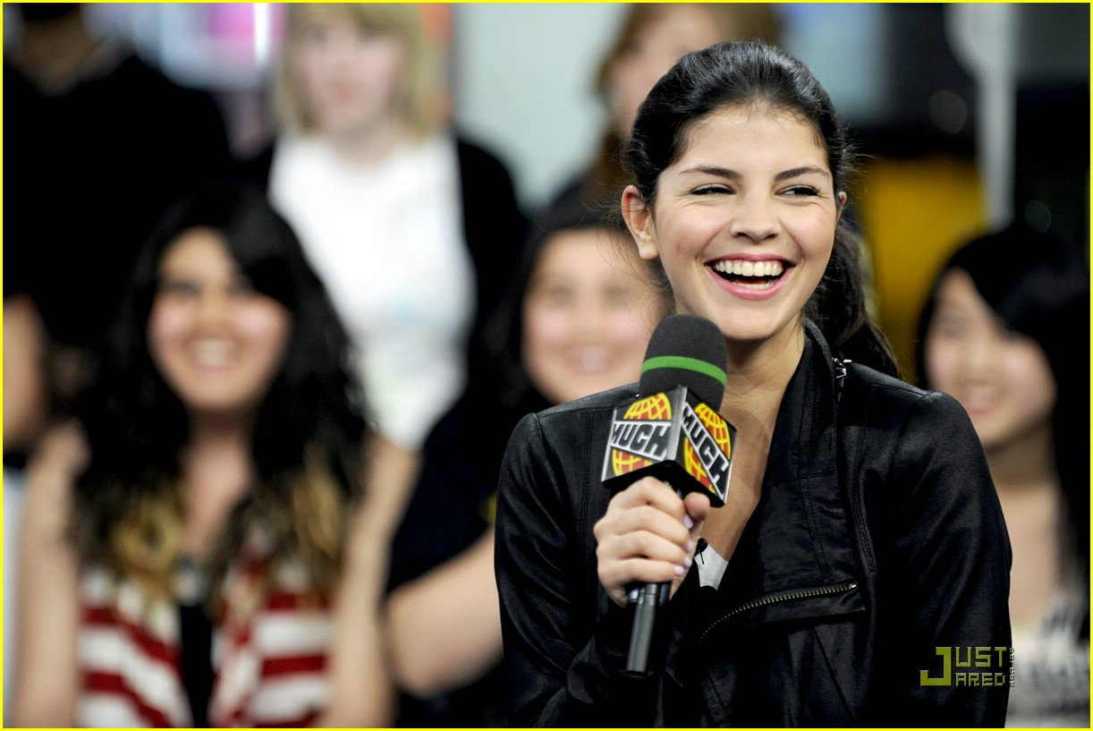 nikki yanofsky much demand 01