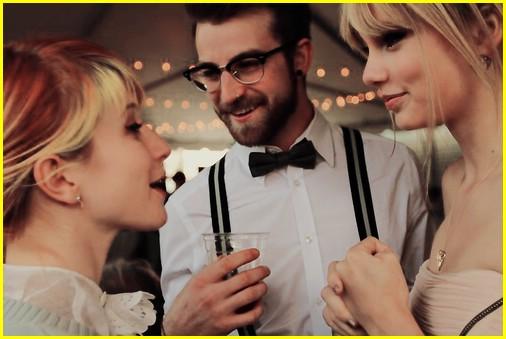 taylor swift parties at paramore wedding photo 365523