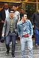 Jonas-pucker kevin jonas puckers nick pinches 03