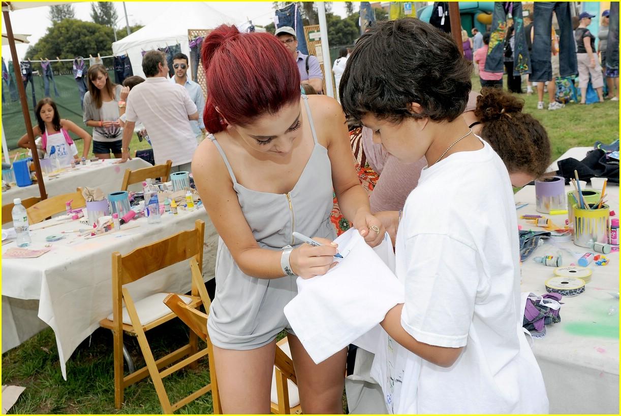 Ariana Grande is Picnic Pretty | Photo 373493 - Photo ...