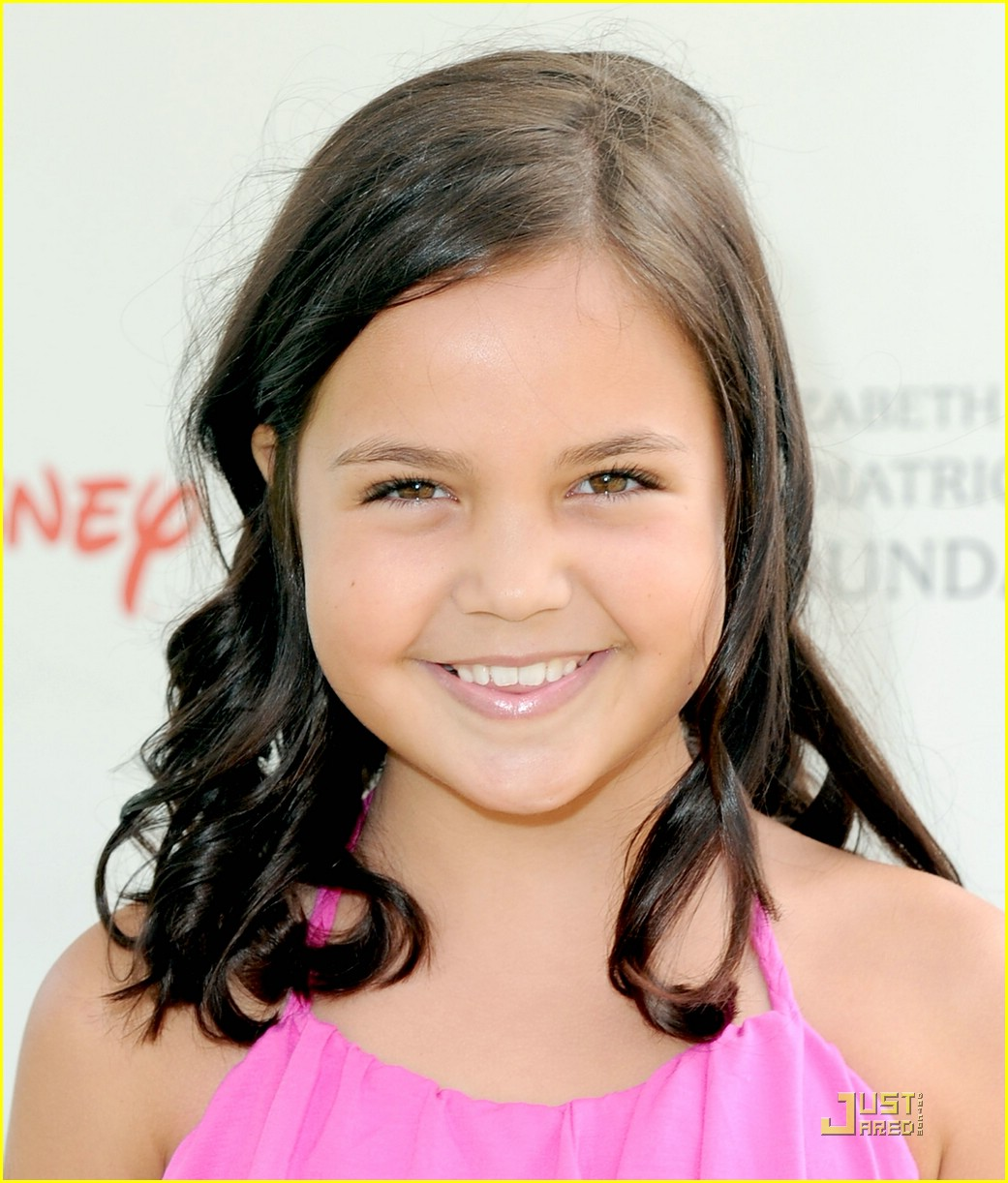 bailee madison heroes happy 08