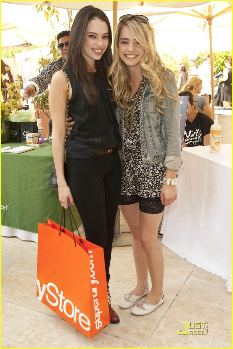 chloe bridges style lounge 01