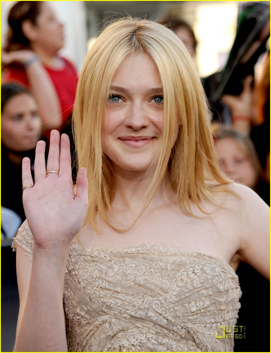 dakota fanning eclipse premiere 09