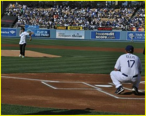 jake t austin dodger pitch 03