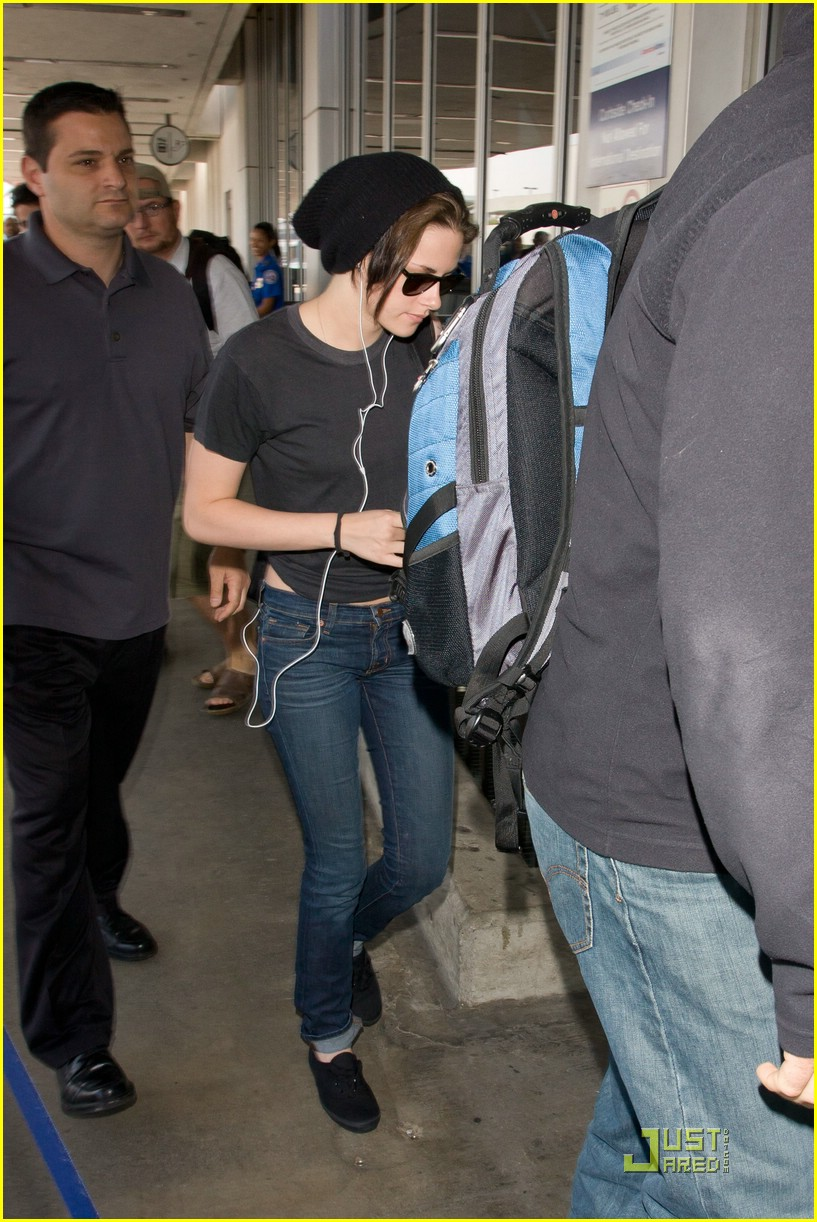 kristen stewart lax lift off 05