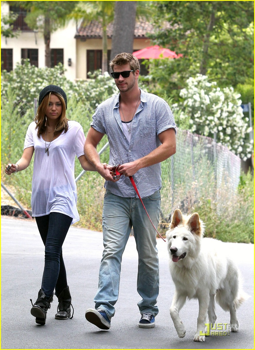 miley cyrus liam hemsworth mate 03