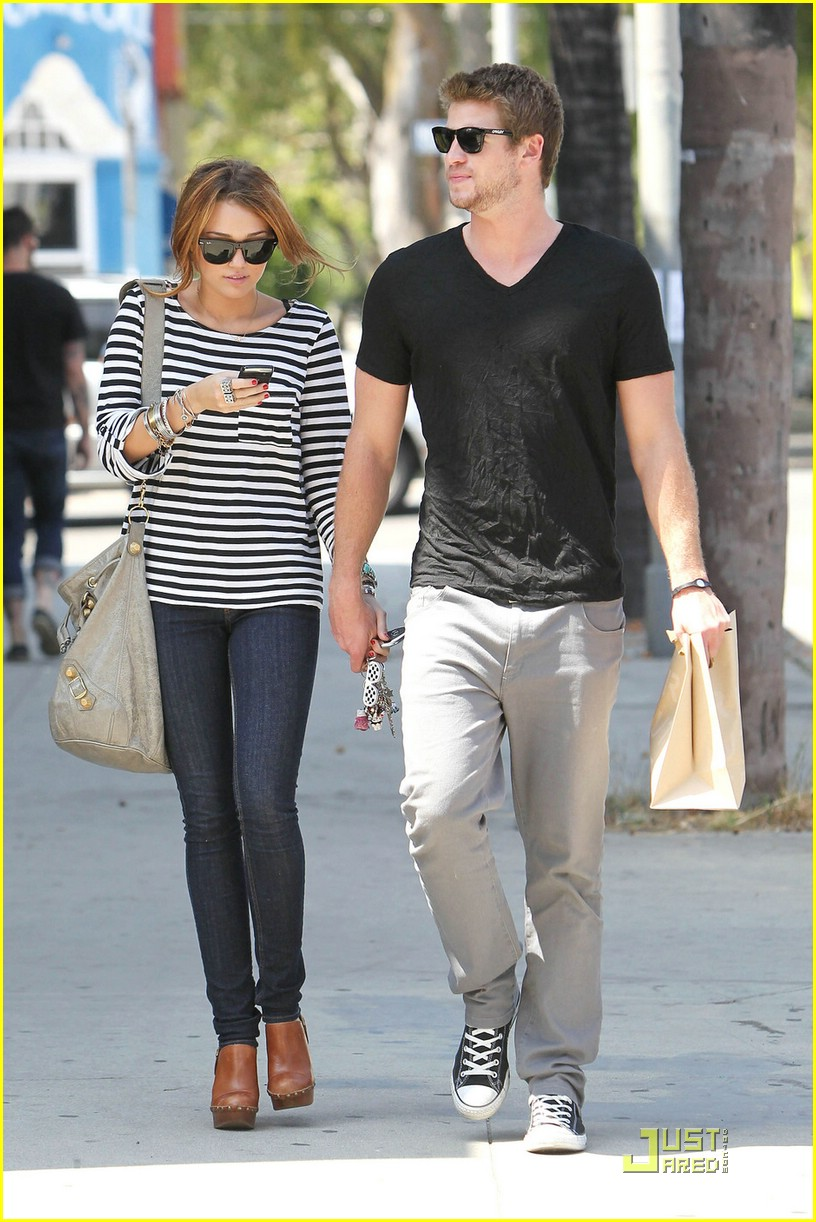 miley cyrus liam hemsworth melrose 05