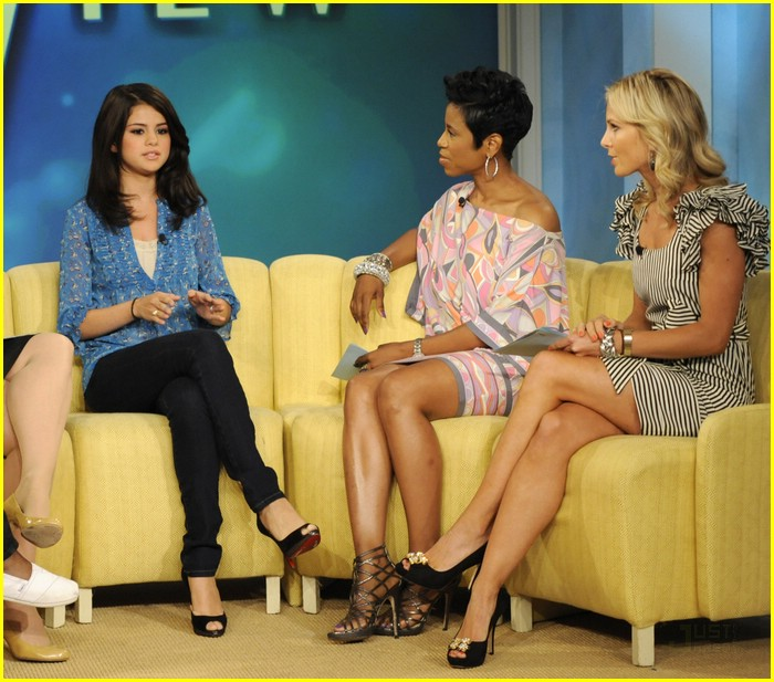 selena gomez the view 01