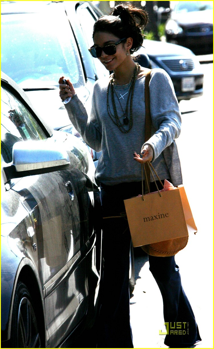 vanessa hudges sweats shopper 01