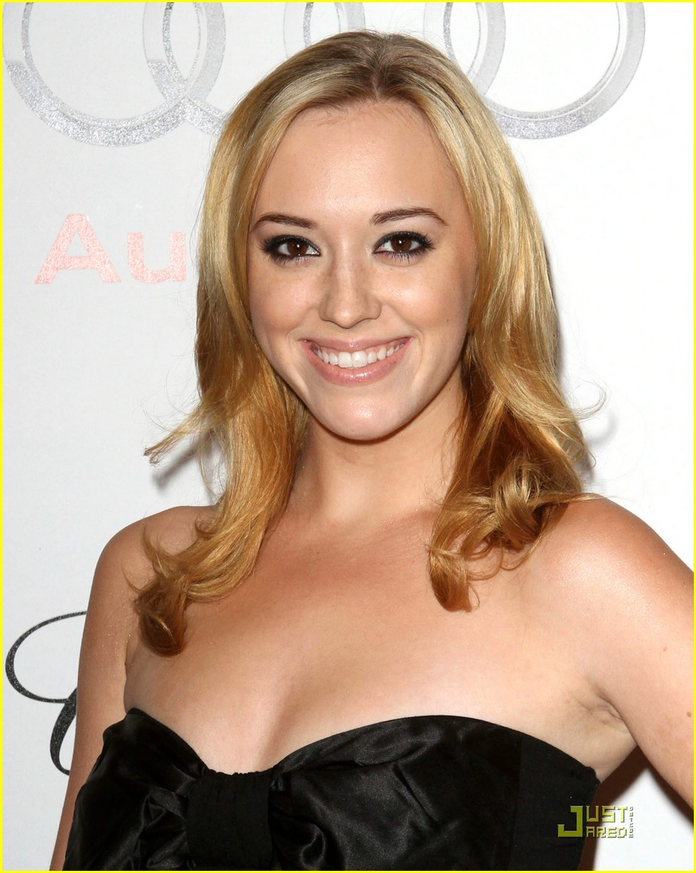 andrea bowen after fall premiere 03