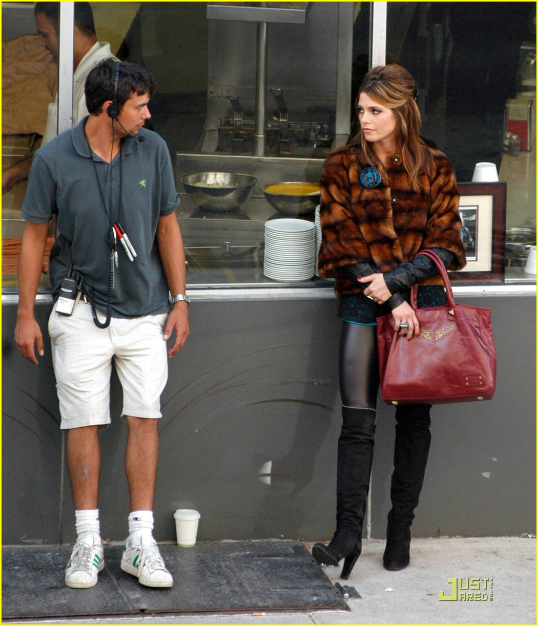 ashley greene lol set pics 09