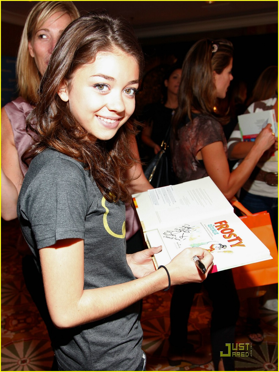 sarah hyland 2010 emmys 02