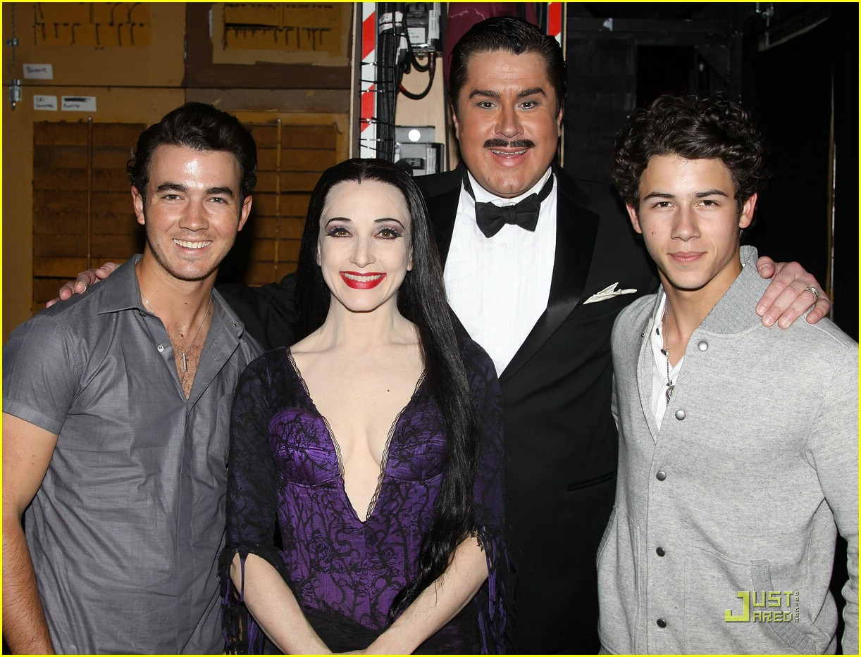 jonas brothers addams family 05