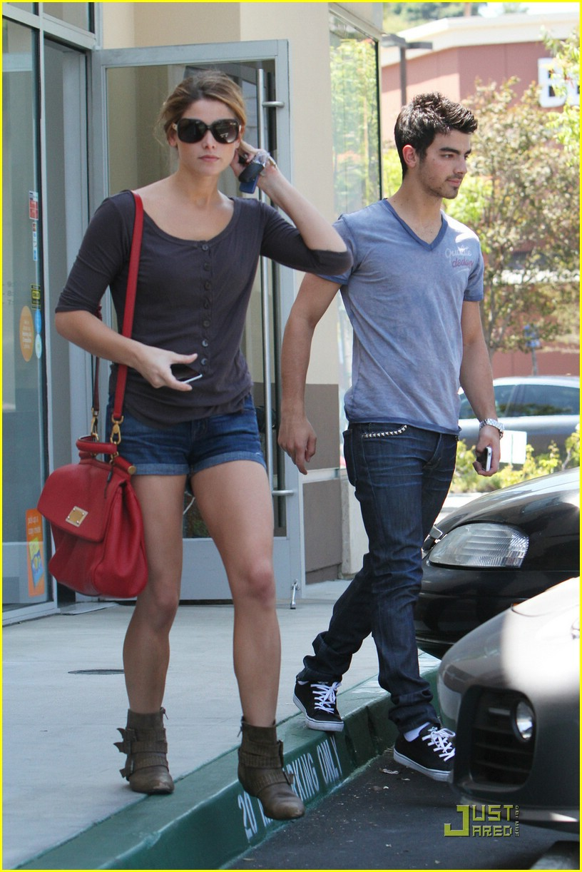 ashley greene joe jonas coffee 08