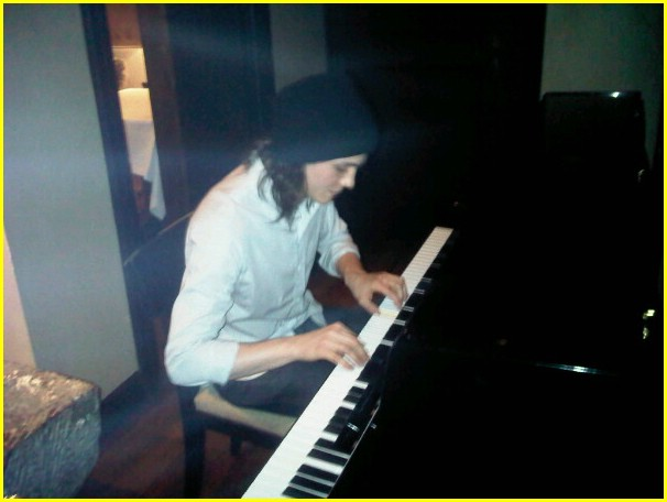 logan lerman piano player 03