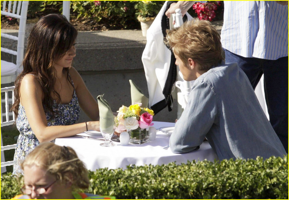 ashley tisdale matt barr date scene 10