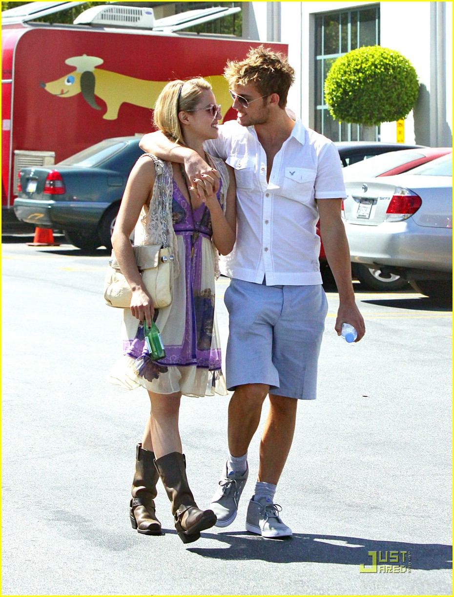 alex pettyfer dianna agron jumps 03