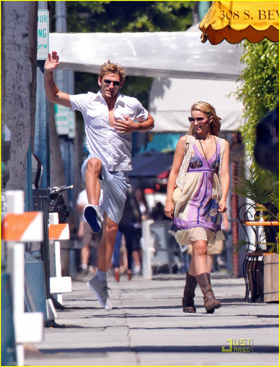 alex pettyfer dianna agron jumps 06
