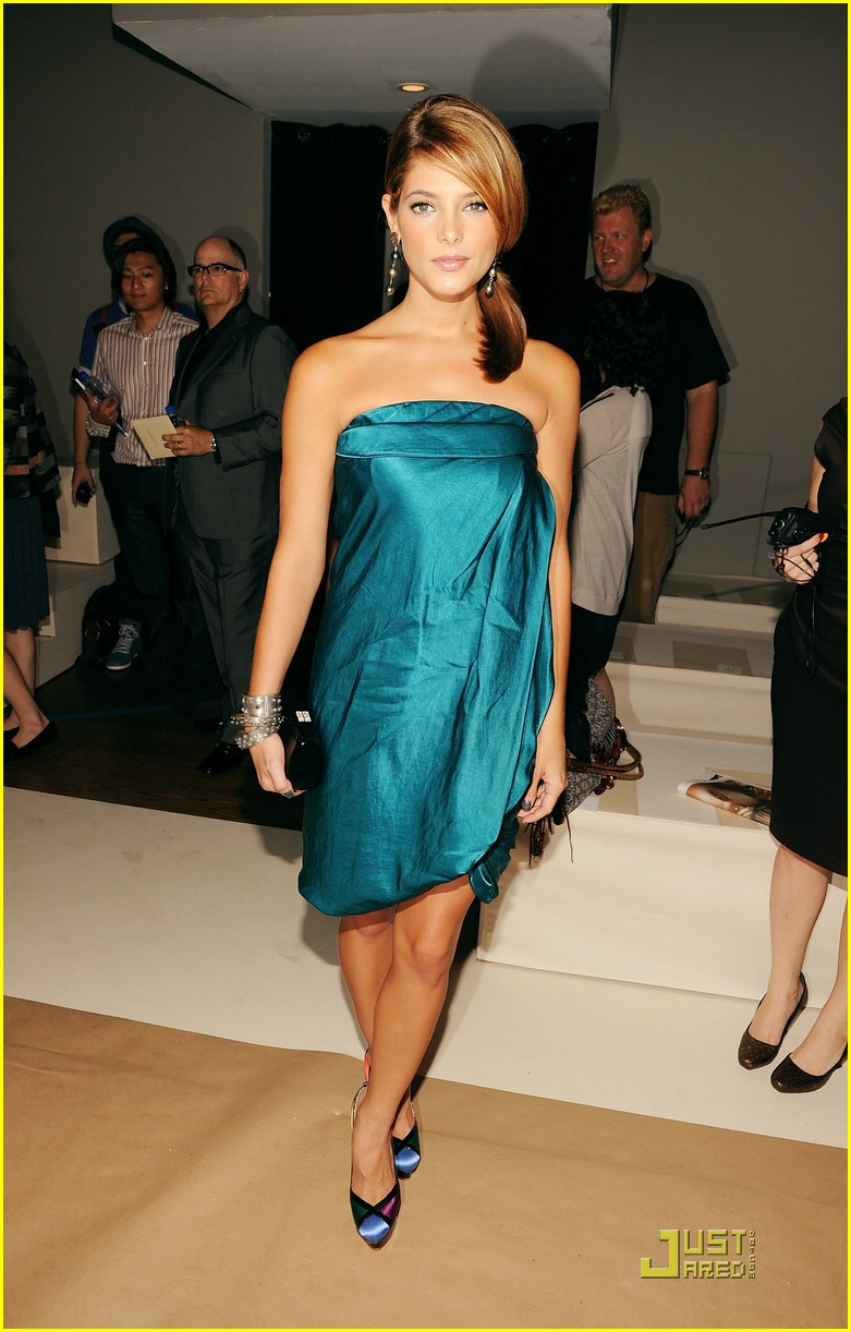 ashley greene donna karan 13