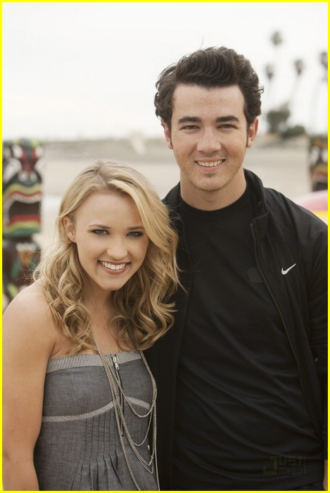 david henrie emily osment jonas 30