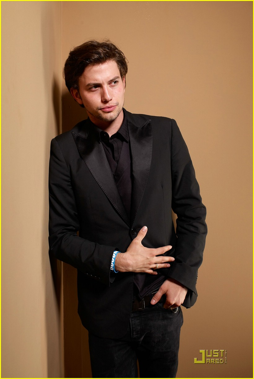 jackson rathbone girlfriend tiff 01
