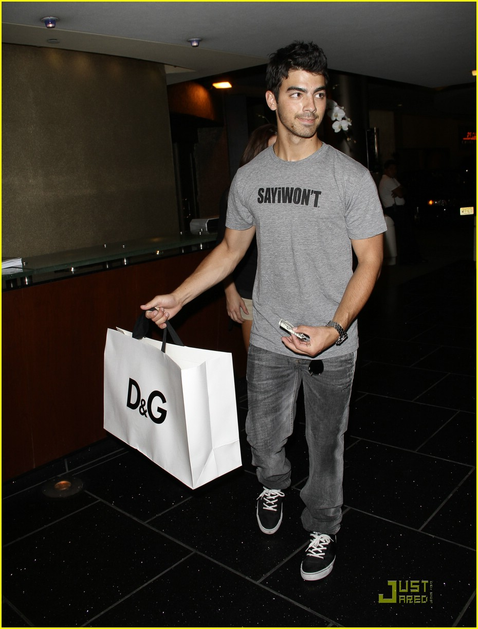 joe jonas ashley greene dg 05