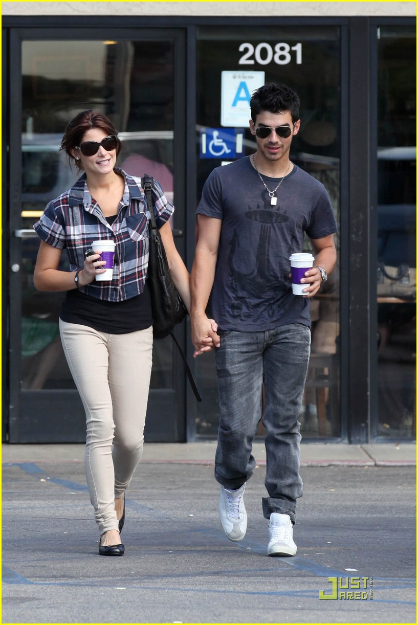joe jonas ashley greene dg 23