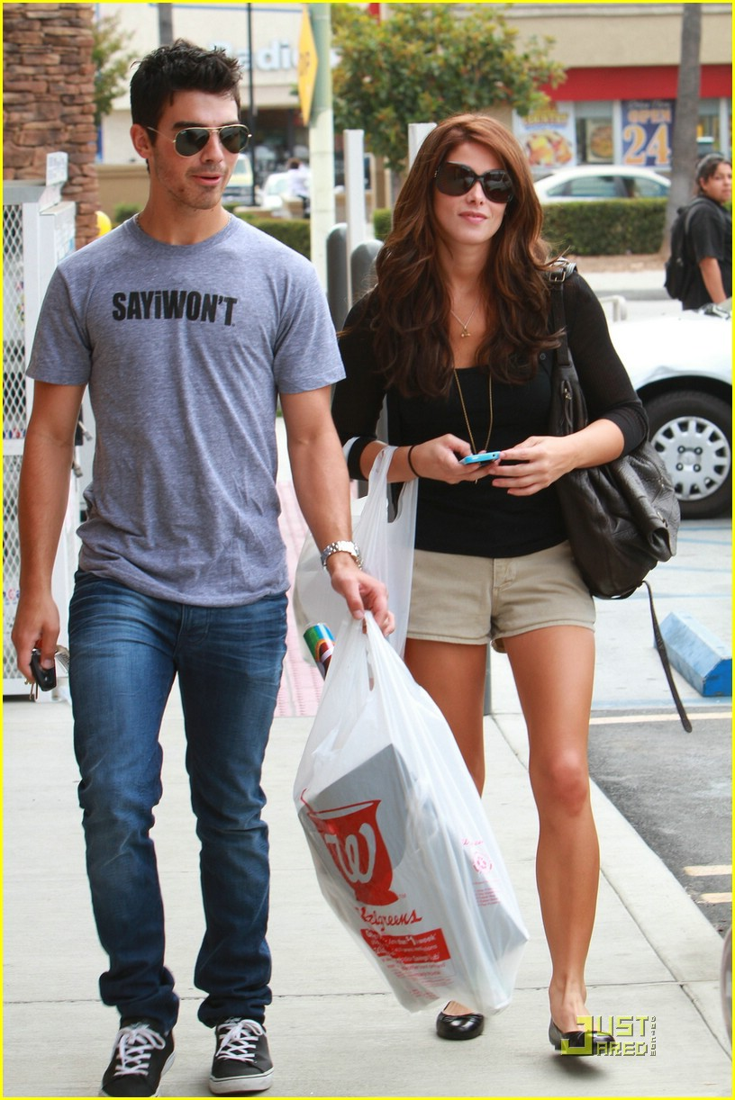 joe jonas ashley greene frankie bday 08