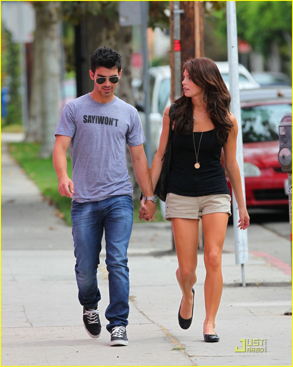 joe jonas ashley greene frankie bday 09