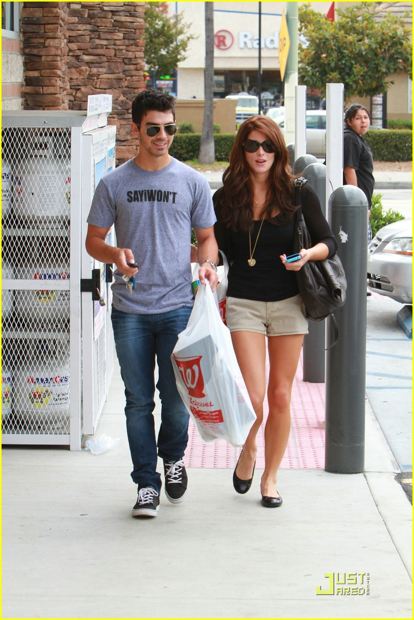 joe jonas ashley greene frankie bday 10