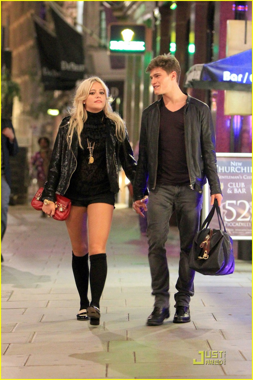 pixie lott oliver cheshire stroll 06