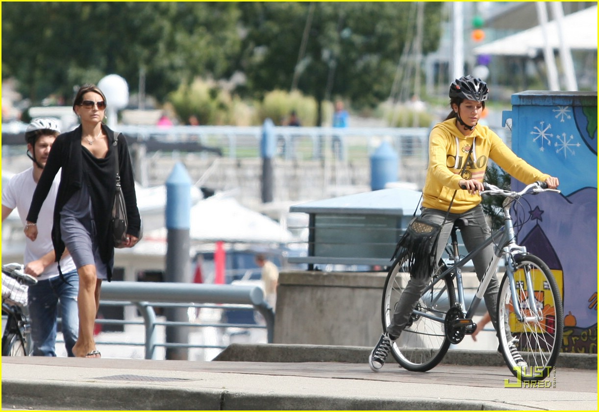 ashley tisdale bike ride 05
