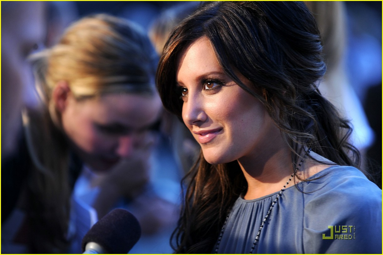 ashley tisdale fashion night out 01