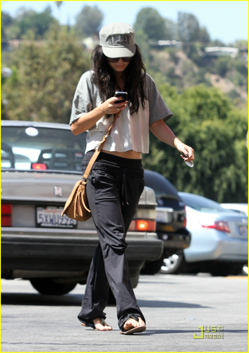 vanessa hudgens accident cvs 12