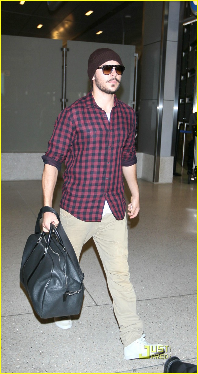 zac efron beard trim 01