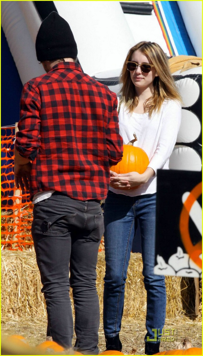emma roberts pumpkin patch 16