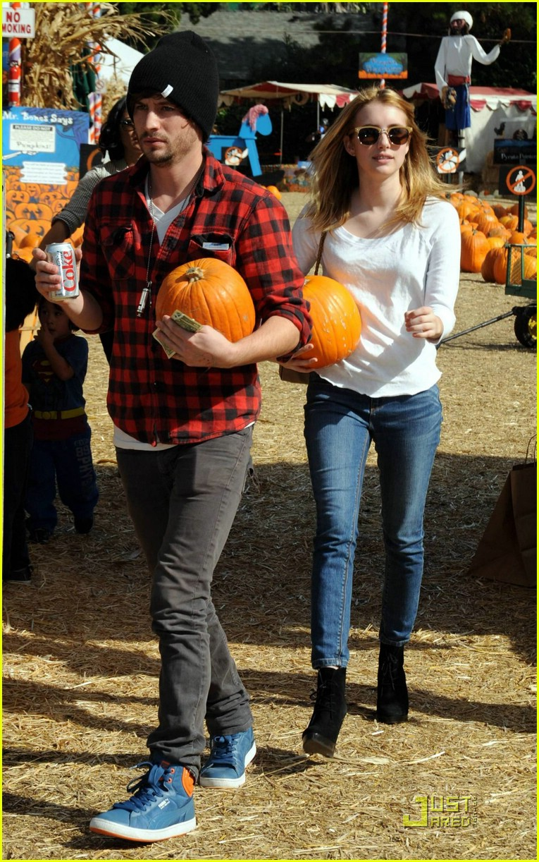 emma roberts pumpkin patch 25
