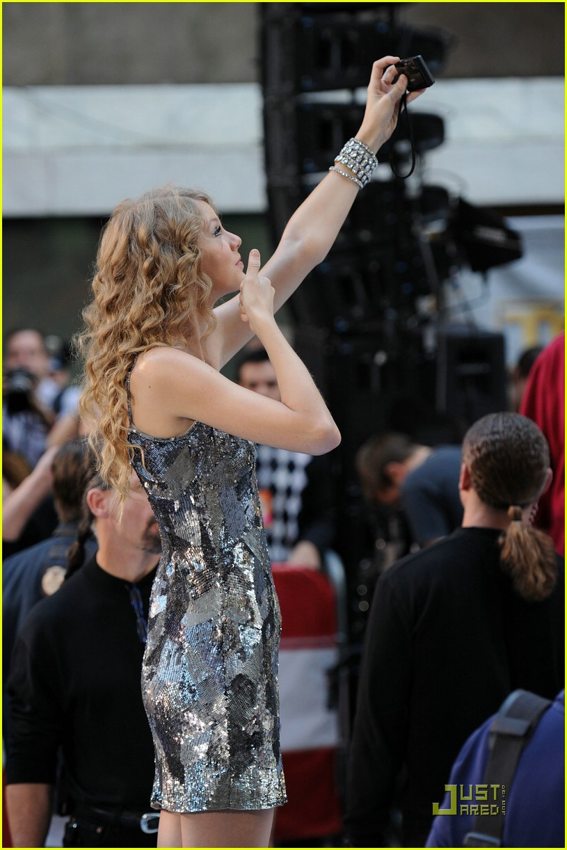 taylor swift rockefeller center 05