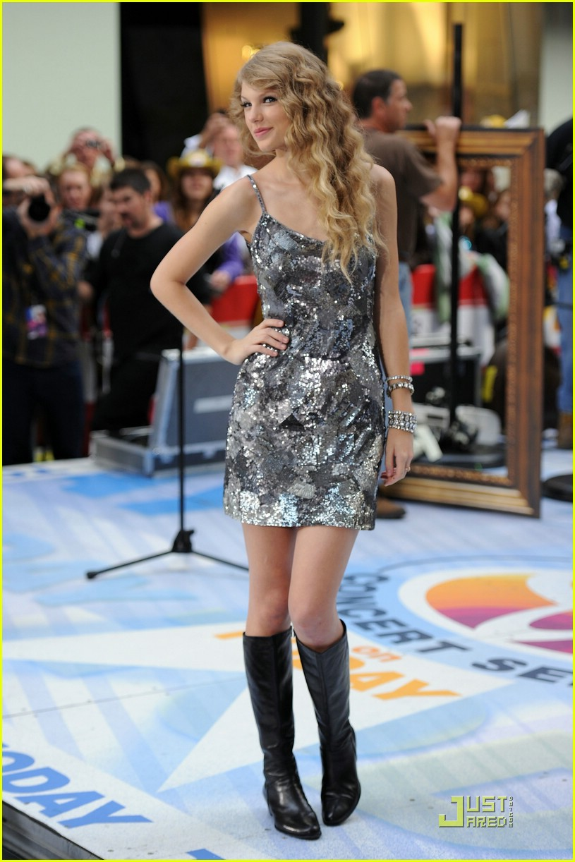taylor swift rockefeller center 10