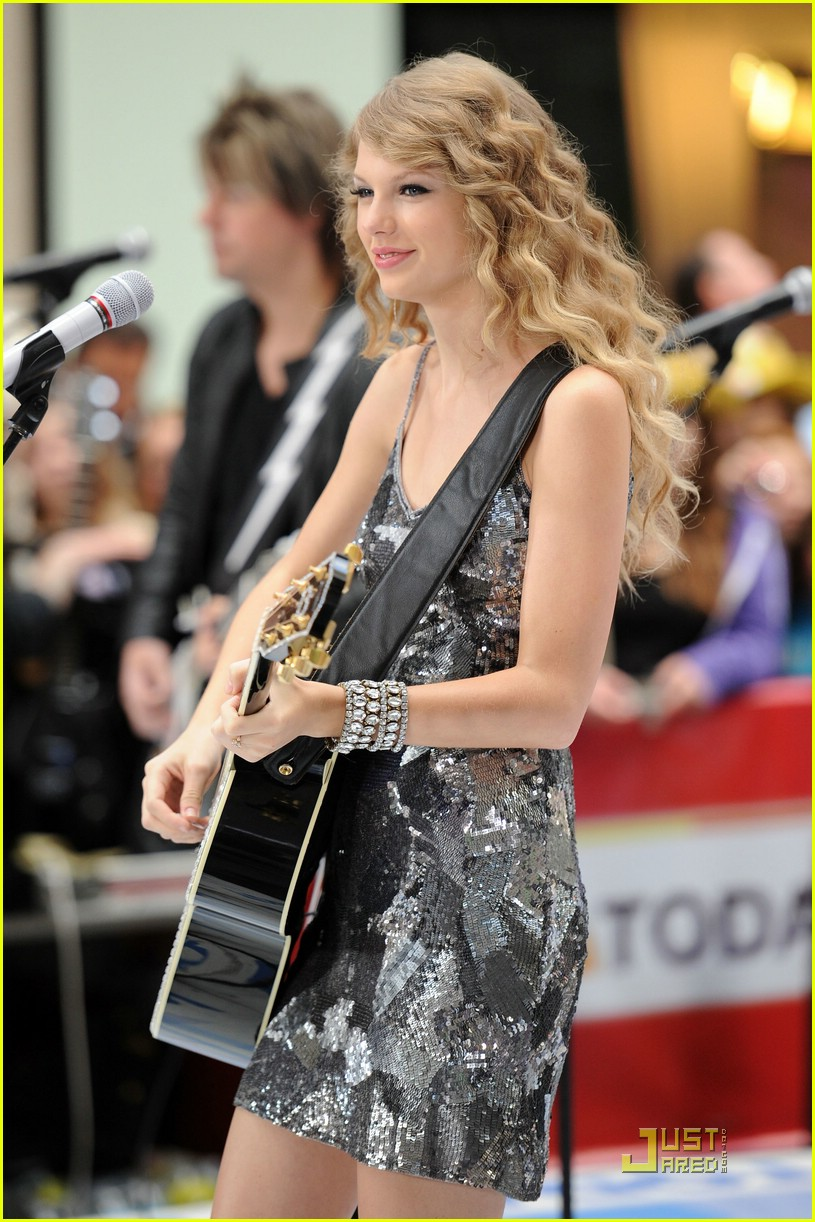 taylor swift rockefeller center 22