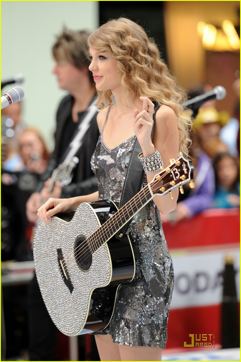 taylor swift rockefeller center 24