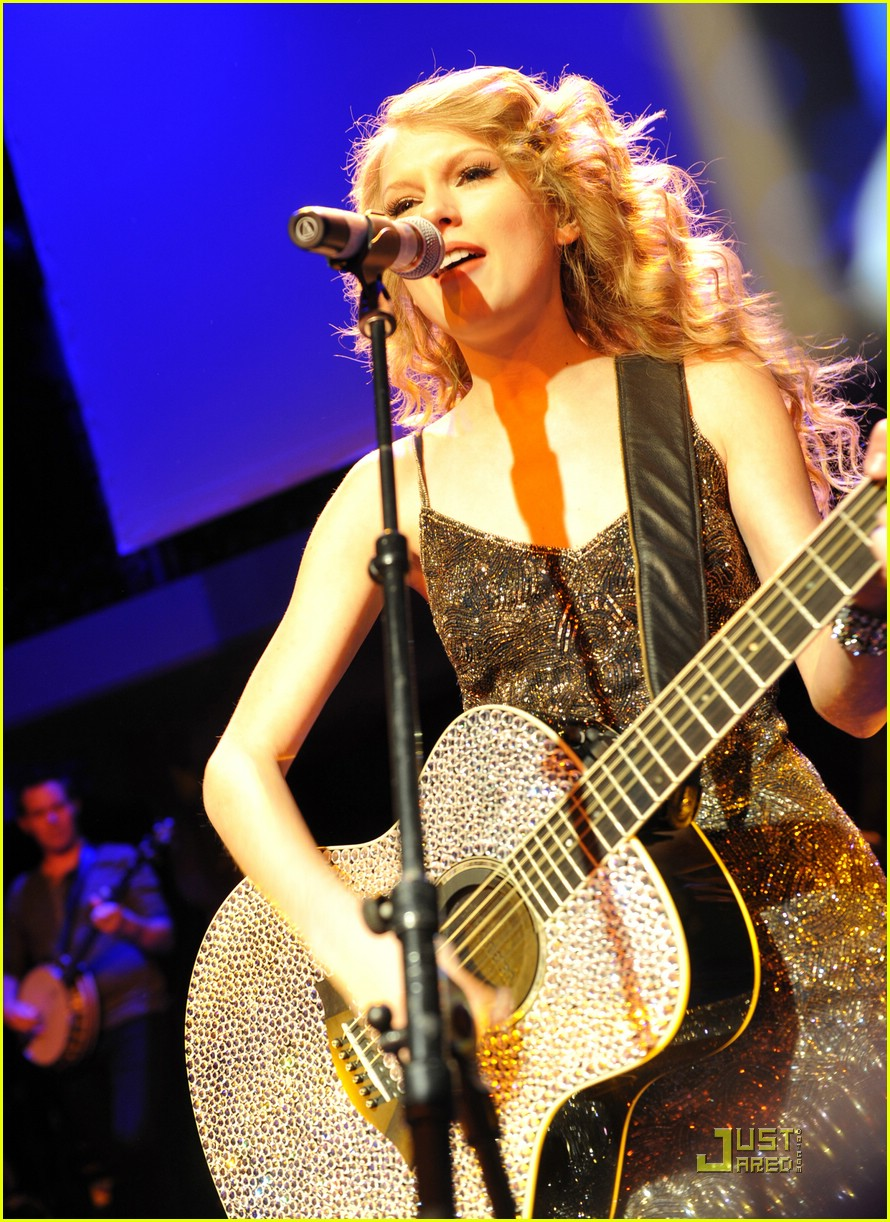 taylor swift salle showcase 07