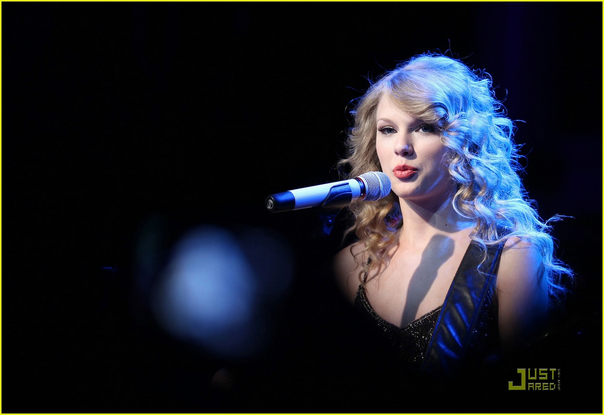 taylor swift salle showcase 14
