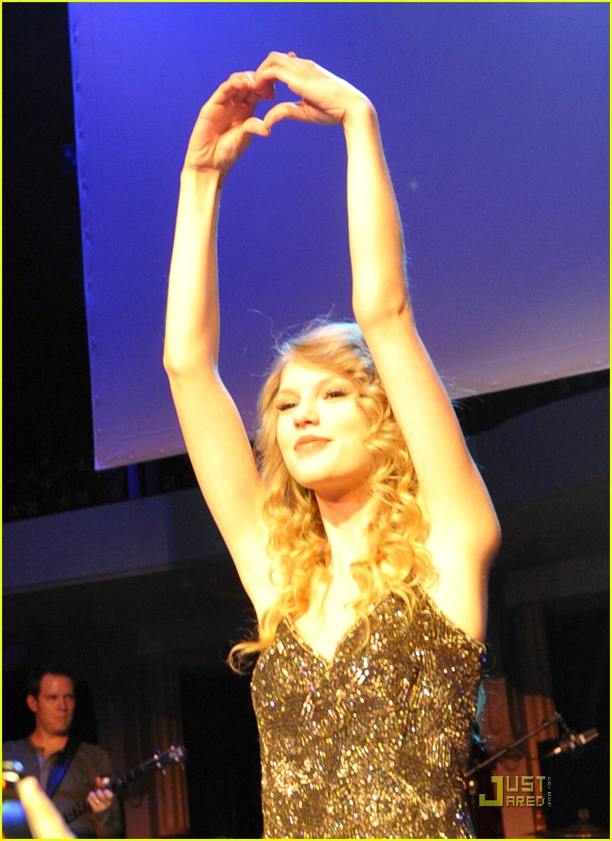 taylor swift salle showcase 29