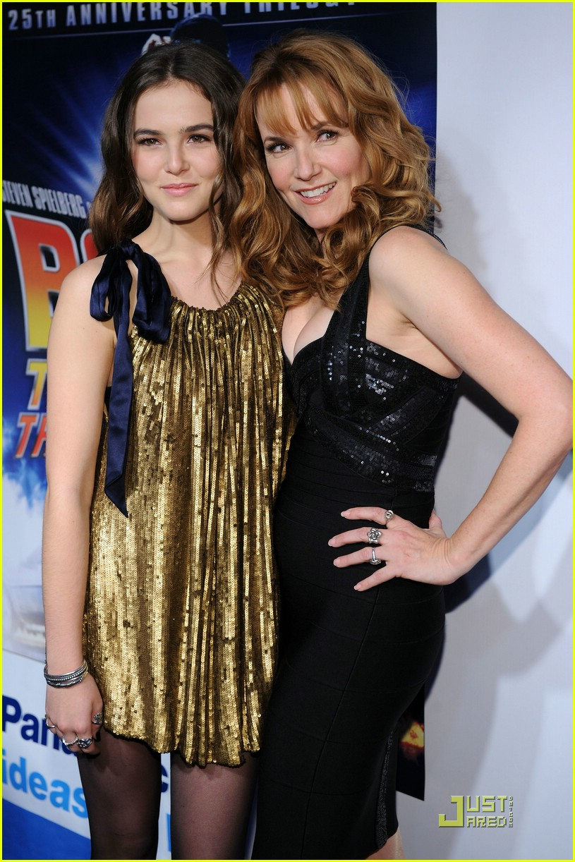 zoey deutch back future lea thompson 03